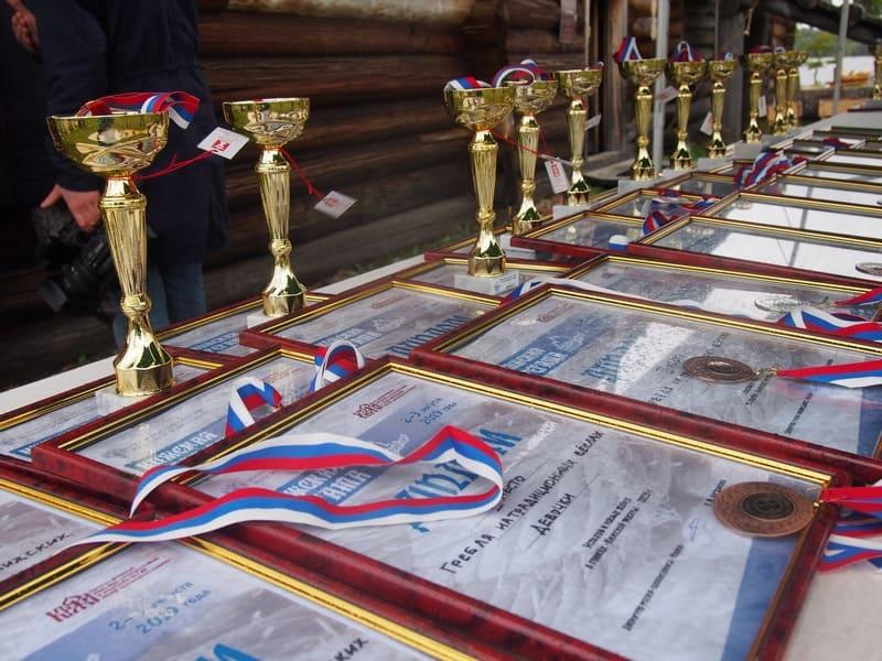 В программе был заплыв, в котором участвовали 70 человек. А температура воды при этом- +14. Все герои получили свои награды. О победителях можно прочитать на сайте музея http://kizhi.karelia.ru