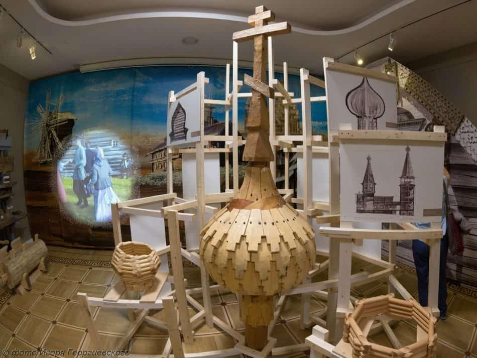 На выставке «Секреты старых плотников»