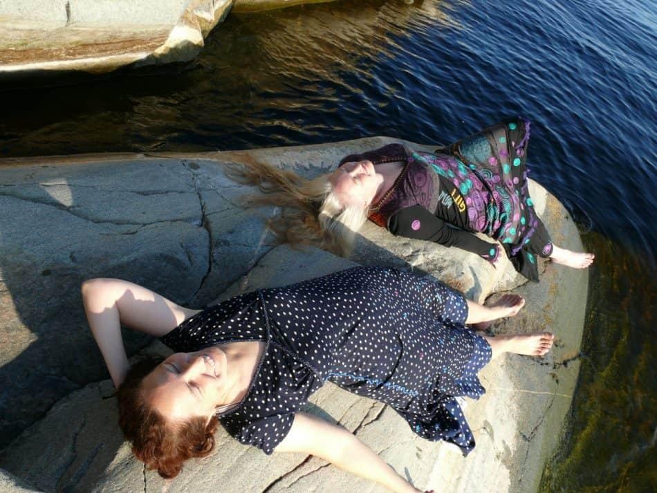 Анна Матасова (справа), мыс Импиниеми. Фото Ольги Коломеец