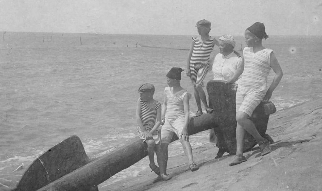 Ольга Николаевна с детьми на море