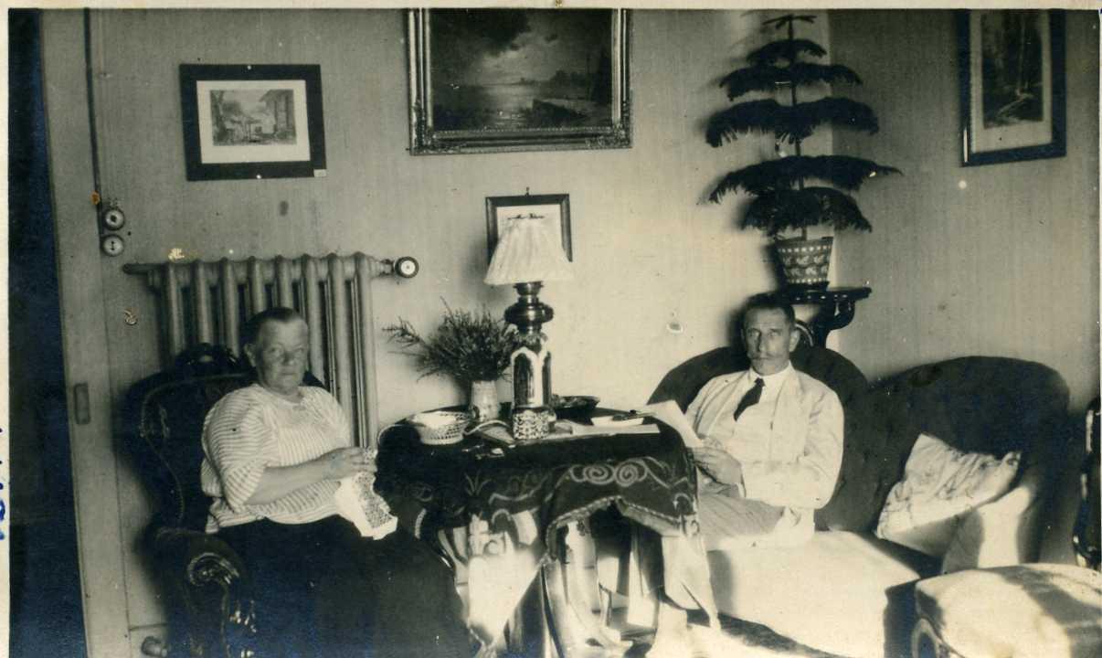 Оскар Карлович Майер с женой в эмиграции