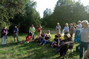 Около 30 человек собрались на поляне, которую неофициально называют Цветаевской