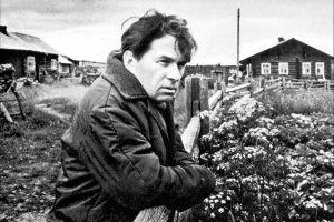 Федор Абрамов в деревне Веркола, 1976 год. Фото Р. Кучерова. Сайт: writers.aonb.ru