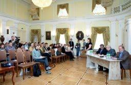 Пленарное заседание конференции проходило в зале Благородного  собрания Национального музея Карелии