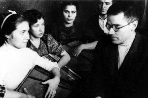 Виктор Гудков на репетиции с кантелистами