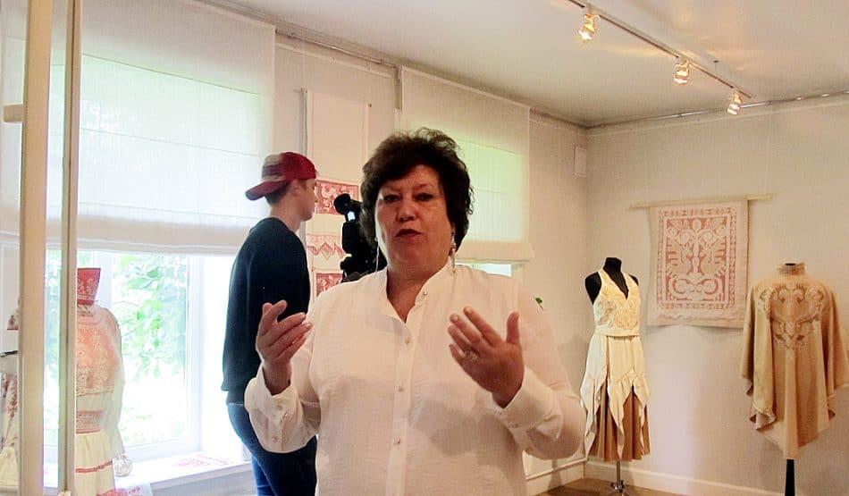 Нина Николаевна Алехина с 1990 года возглавляет фабрику «Карельские узоры»