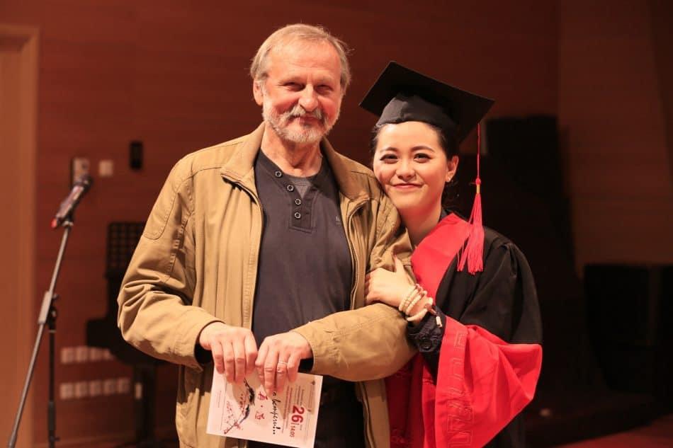 Преподаватель Валерий Дворников со студенткой из Китая