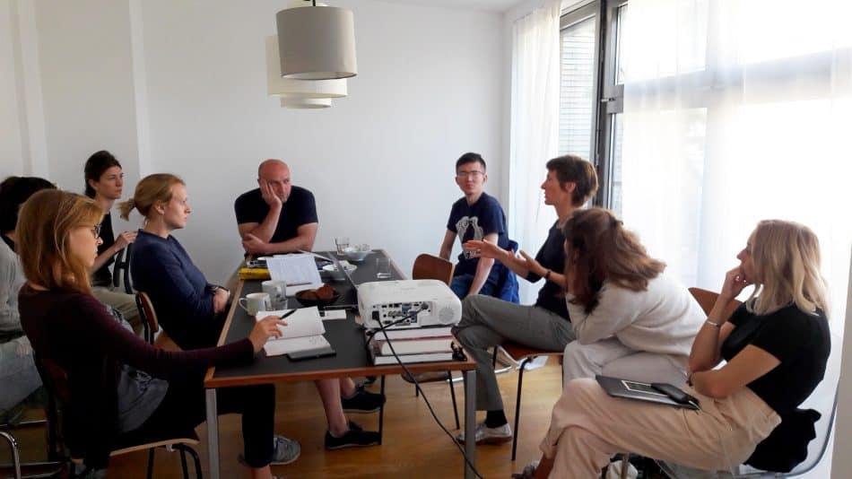 Участники стажировки слушают Марит Крамер