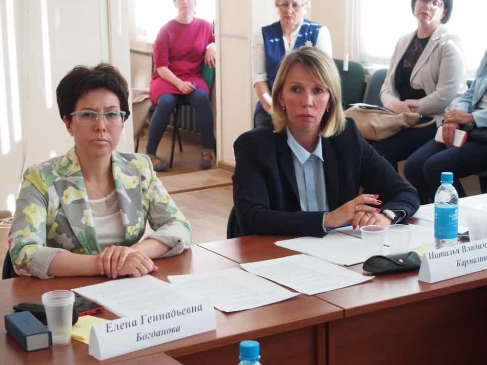 Замминистра образования Наталья Кармазина (справа) задавала тон дискуссии, модерировала разговор Елена Богданова, представитель КИРО