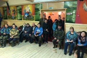 В посёлке Луусалми, где сгорела школа, министр образования Карелии Роман Голубев встретился с местными жителями