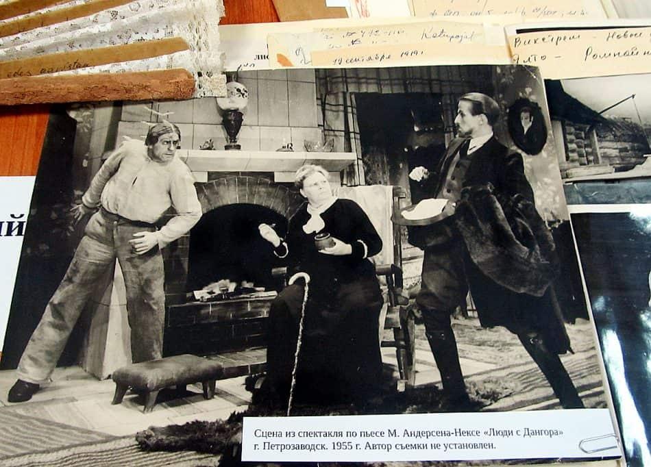 1955 год. Национальный театр. Сцена из спектакля по пьесе М. Андерсена-Нексе «Люди с Дангора»