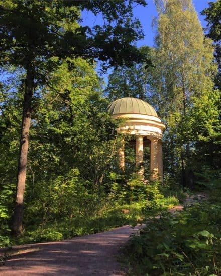 Беседка «Храм Дианы», архитектор Карл Людвиг Энгель. Фото Ларисы Хенинен