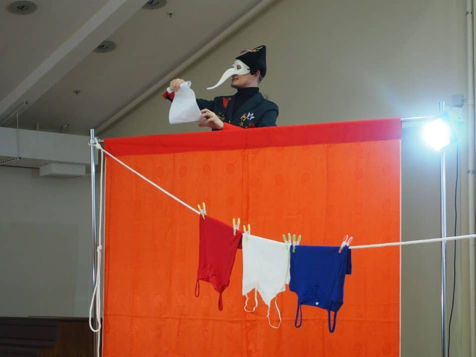 Сцена из спектакля «Liberté, égalité, fraternité. Фото Марии Голубевой