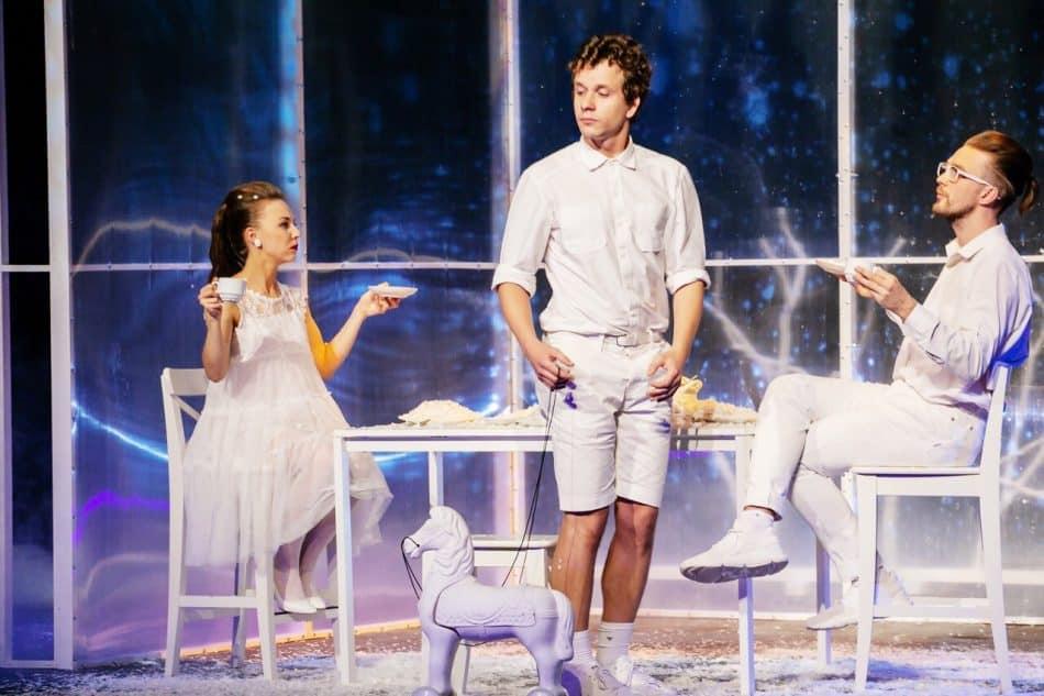 Сцена из спектакля. Фото: Юлия Утышева