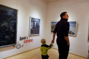 На выставке «Профессии – путь в будущее» в Музее изобразительных искусств Карелии. Фото: Ирина Ларионова