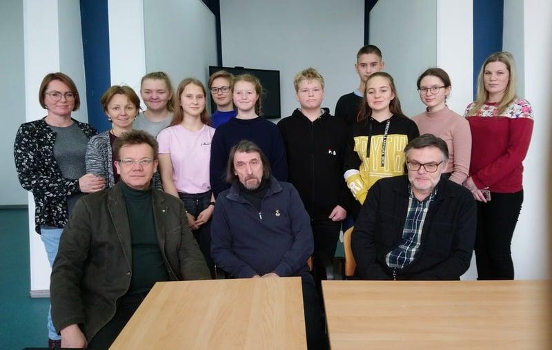 Участники арт-лаборатории со своими наставниками Владимиром Зориным, Сергеем Терентьевым и Артемом Стародубцевым