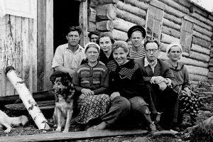 Кирилл Чистов (второй справа) во время экспедиции на Онежском озере. 1950-е годы. Источник: topreferat.znate.ru