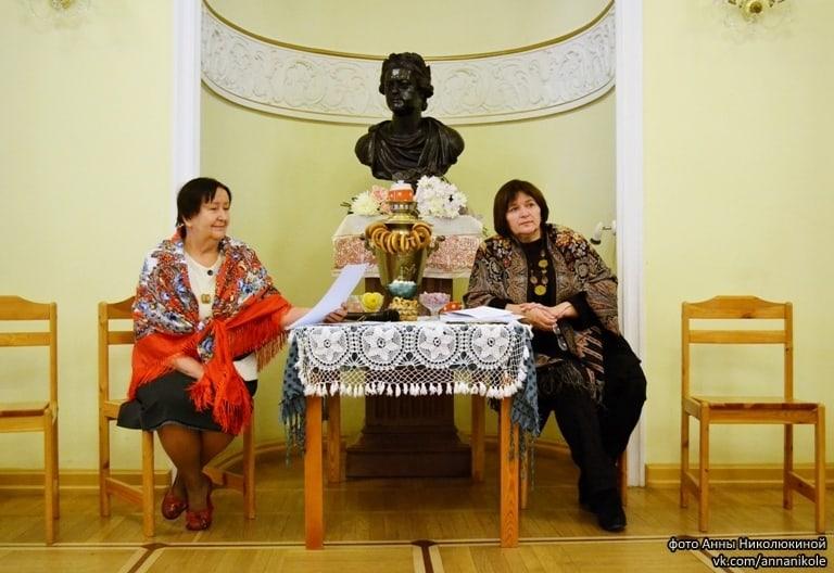 Ведущие встречи Людмила Лопаткина (слева) и Любовь Герасёва