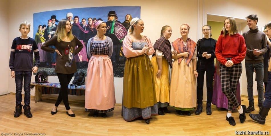 Выступает фольклорный ансамбль музея «Кижи». Фото: kizhi.karelia.ru