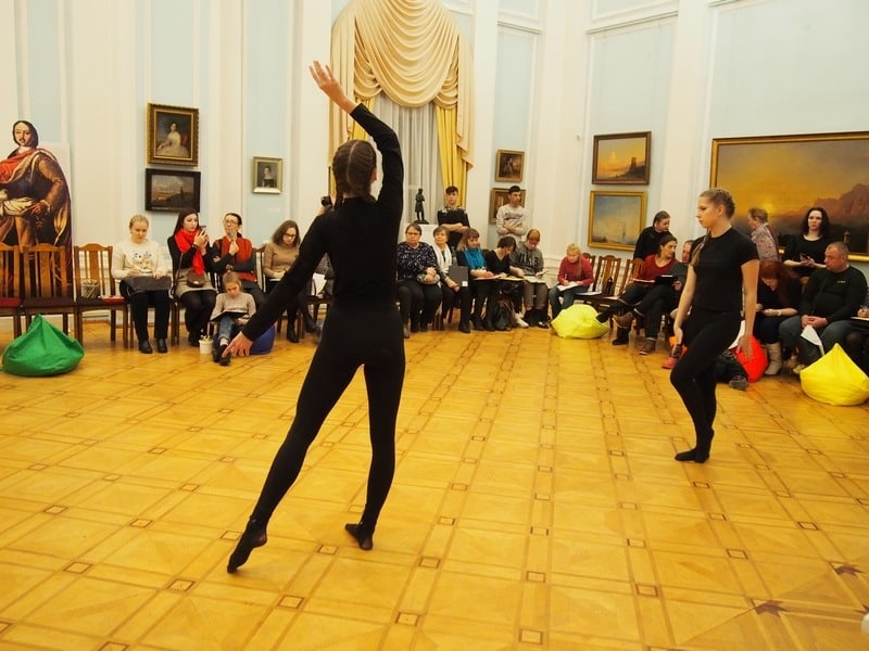 Перформанс в Музее изобразительных искусств Карелии. Фото: Ирина Ларионова