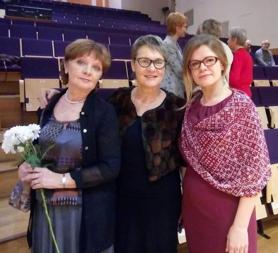 После концерта слева направо: Галина Козулина, Ирина Смирнова и Анастасия Сало. Фото: Наталья Мешкова