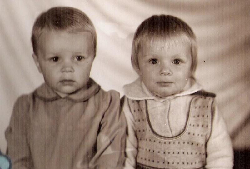 Без труда в этой ясноглазой малышке (справа) узнается Татьяна
