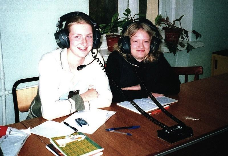 Татьяна (слева) с однокурсницей в лингафонном кабинете ПетрГУ