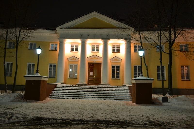 Главный вход в краеведческий музей после реставрации. Фото Виктора Фелька