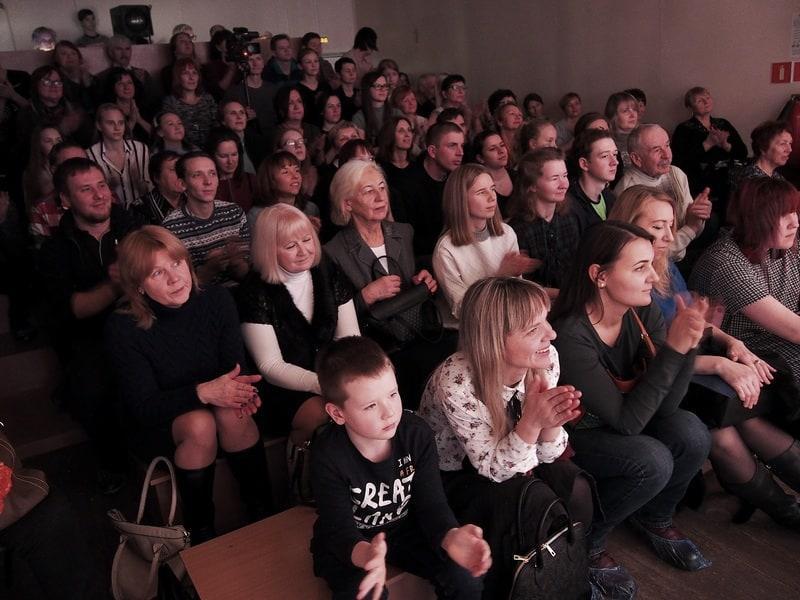 Публика встретила спектакль аплодисментами и цветами