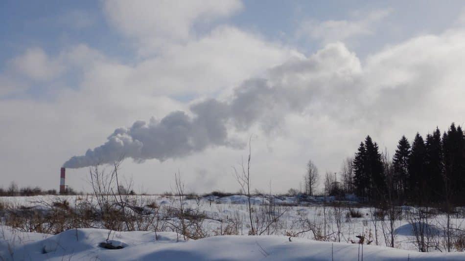 Вид на трубу Петрозаводской ТЭЦ. Зима 2018 года
