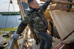 Виталий Скопин отмечен за проведение в 2019 году на высоком профессиональном уровне реставрационных работ в Преображенской церкви в Кижах. Фото музея-заповедника «Кижи»