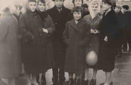 М.М. Гин со студентами. Первая лева - Светлана Степура, в центре Алина Укконе, крайняя справа - Анна Цунская