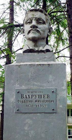 Памятник Вахрушову в центре Тотьмы
