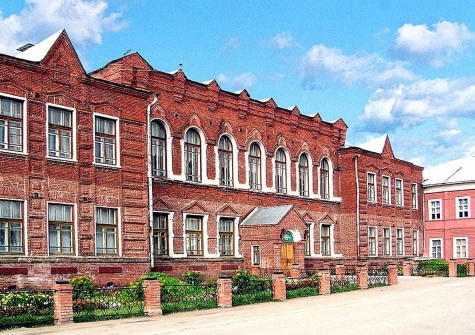 Мариинская гимназия, в которой располагается Тотемский краеведческий музей