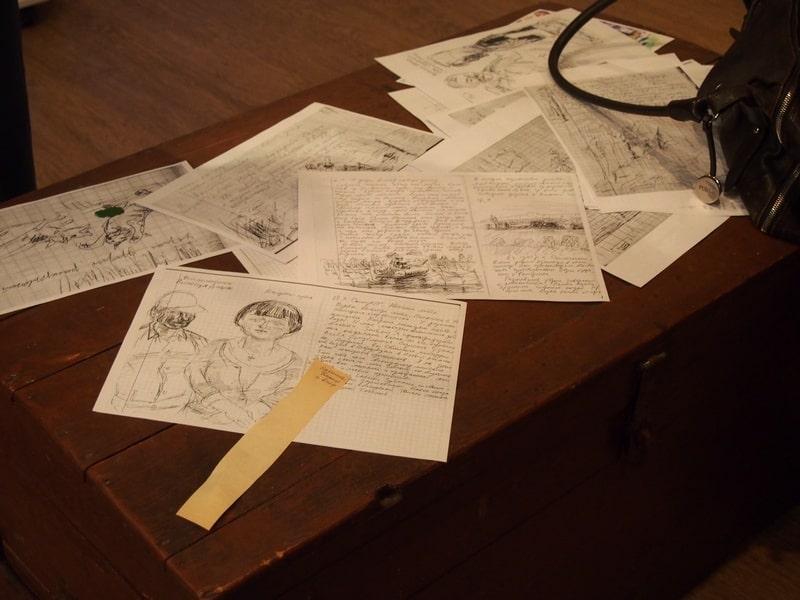 Ксерокопии страниц из живописного дневника Бориса Акбулатова вызвали большой интерес у гостей вернисажа. Фото Ирины Ларионовой