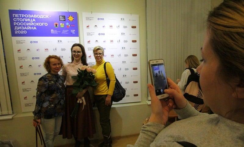 Член Союза дизайнеров России. Яна Пермякова - один из организаторов выставки