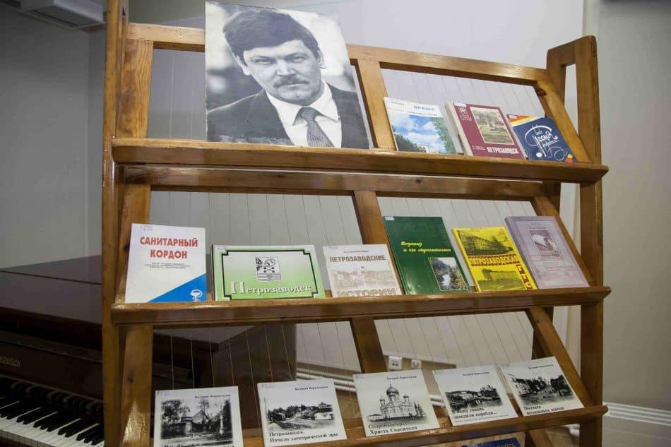 Выставка книг Валерия Верхоглядова. Фото Виталия Голубева