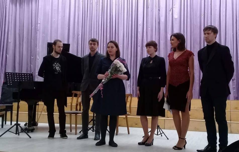 Полина Крышень и ее студенты. Фото из личного архива