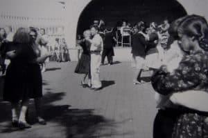 На танцах в парке. Петрозаводск, 1958 год