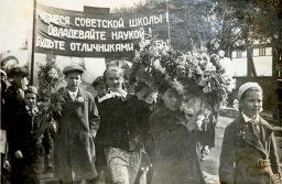 1 мая 1939 года. Впереди Зина Родькина