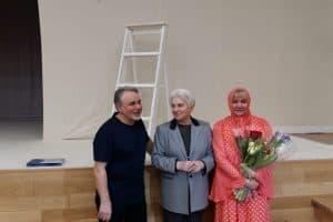 Наталья Солженицына после спектакля с Людмилой и Валерием Баулиными