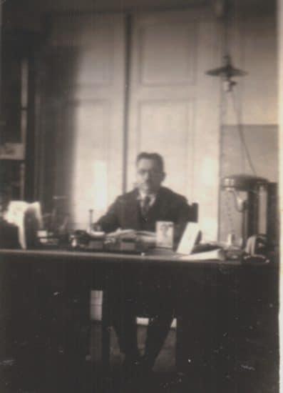 Дедушка Самуил в своем кабинете в Валге. 1930-е годы