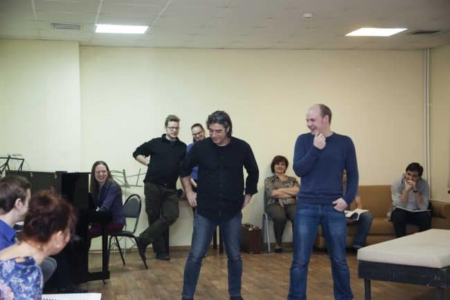 Франк Маттус (в центре) на репетиции. Фото: Виталий Голубев