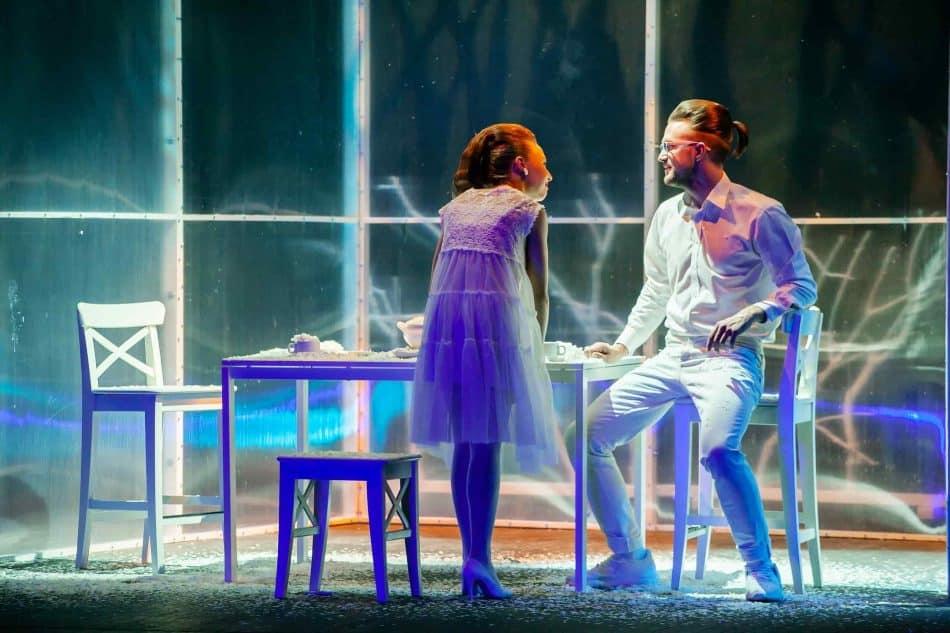 Сцена из спектакля «В сапоге у бабки играл фокстрот». Фото Юлии Утышевой