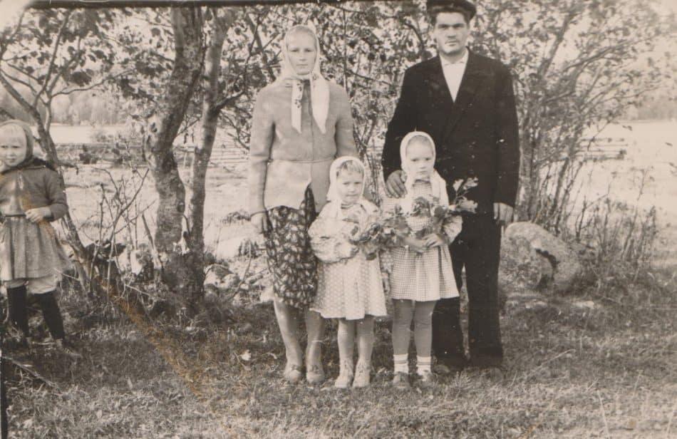 Петр Васильевич Егоров с женой и детьми