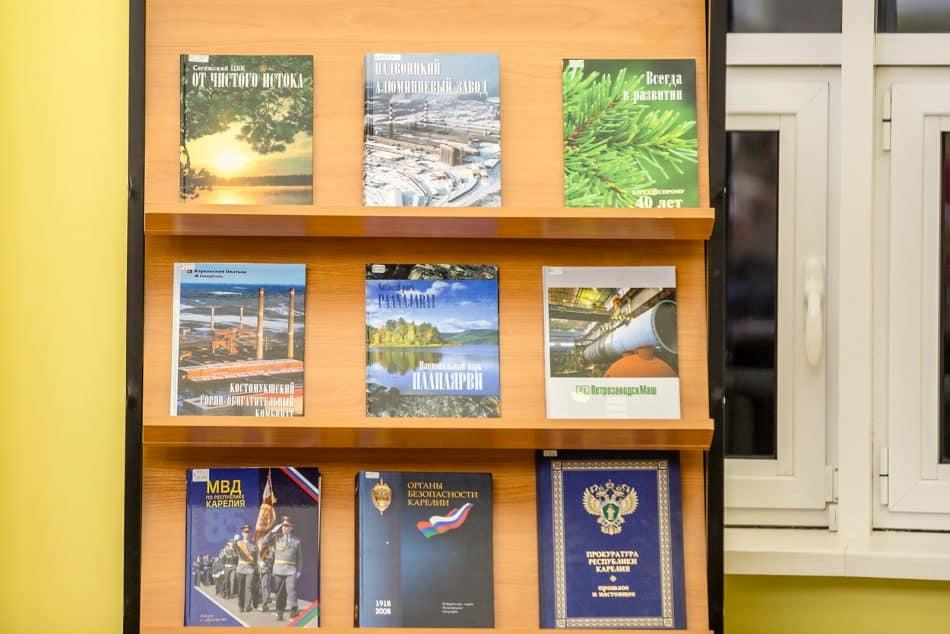 """Книги издательства """"Скандинавия"""". Фото: Илья Тимин"""