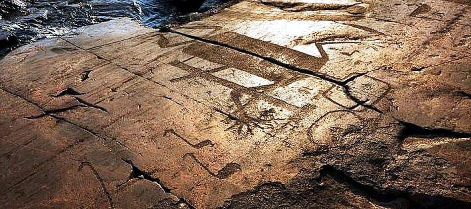 Эти каменные страницы писали тысячи лет назад. Фото Игоря Георгиевского.