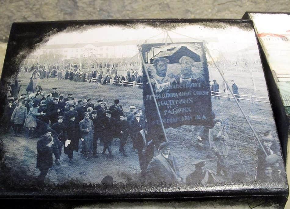 В начале ХХ века Круглая площадь была местом не только для гуляний и размещения государственных учреждений, но и демонстраций