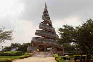 Путешествие по миру с Лидией Винокуровой.В столице Камеруна Яунде