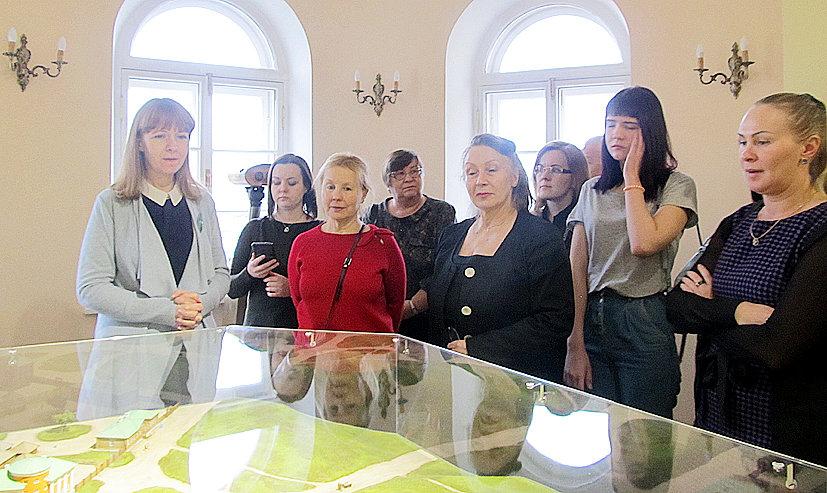 Первых посетителей встречала один из авторов экспозиции Екатерина Логвиненко